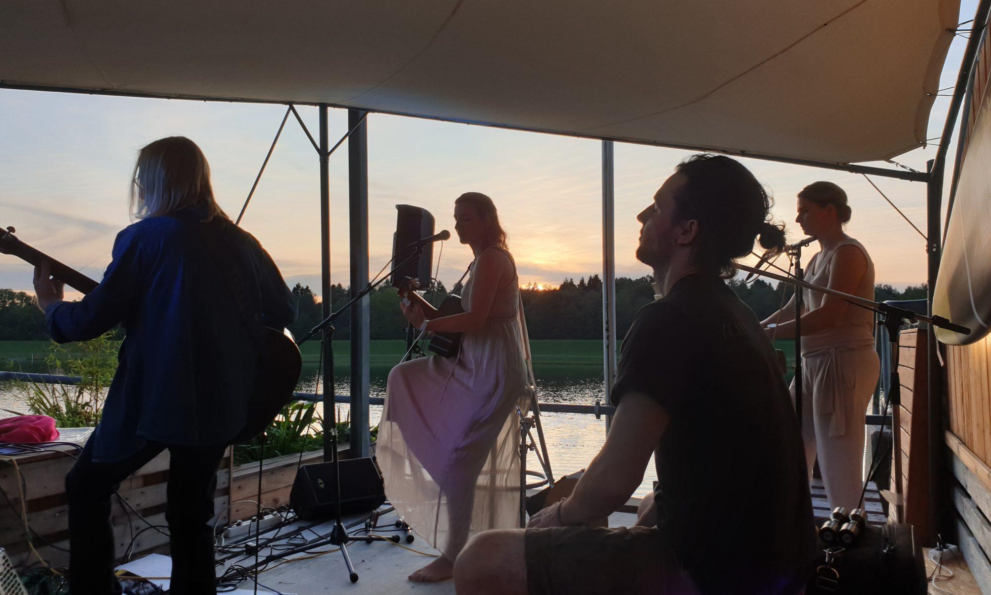 Louva Marguertita auf dem Beach Acoustic Festival 2019