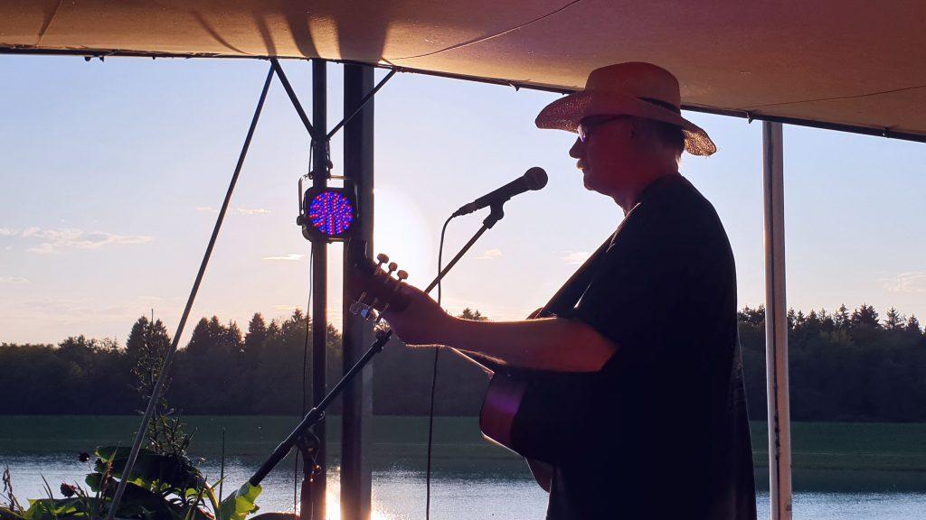 Robert Wildfeuer live auf dem Beach Acoustic Festival 2020.